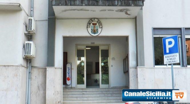 In merito alla vicenda in cui è stata indagata la maggioranza consiliare di Brolo , due assessori e l' impiegata Grazia Curasì