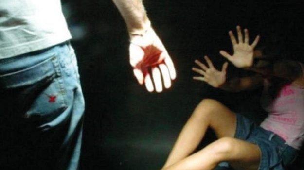 BROLO – Prende a colpi di bastone la ex e il fratello, giovane brolese  ai domiciliari